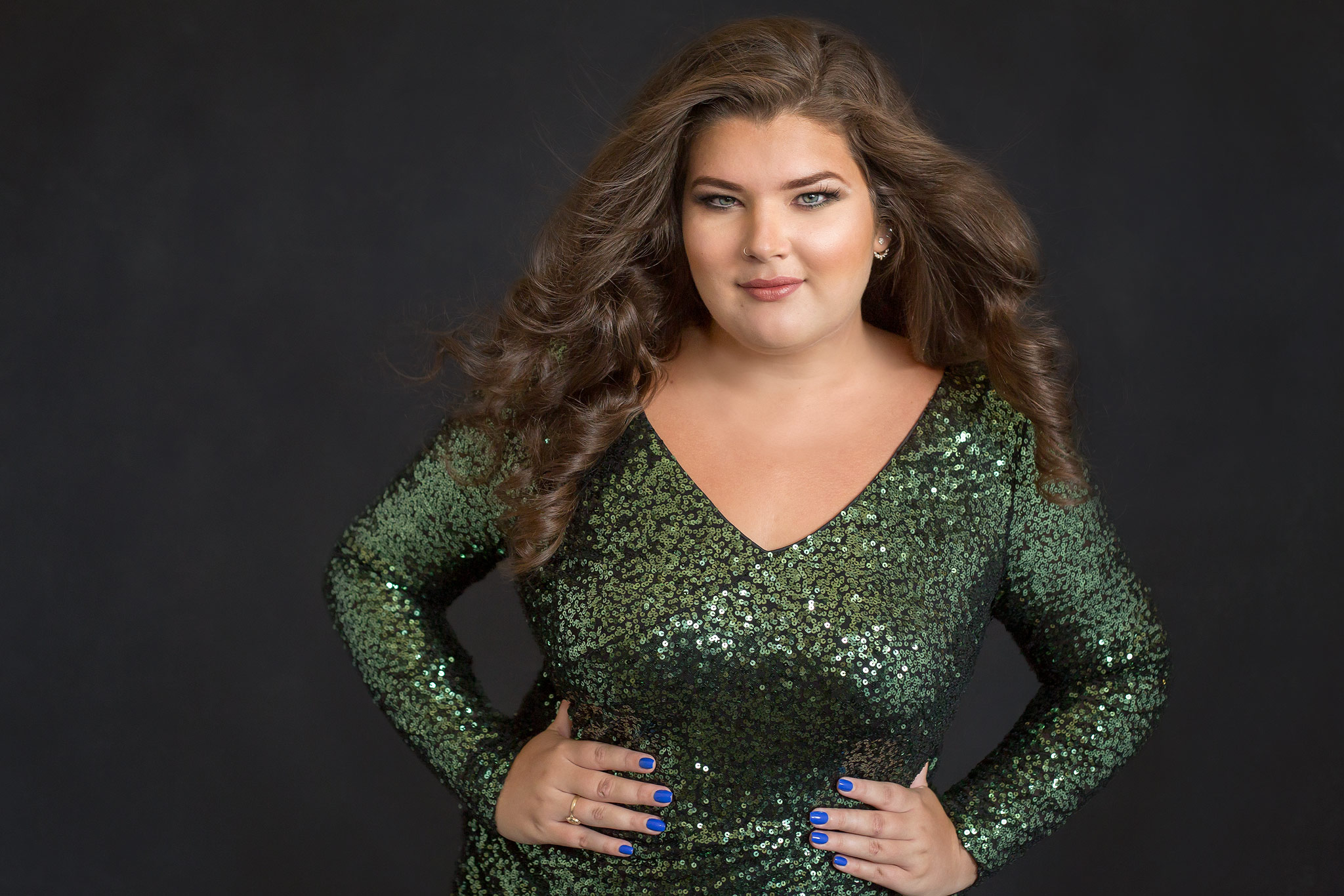 Green-sequins-dress-beauty-portrait-Carole-B-Eves-Brittany-curves